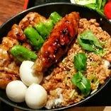 ●平日限定20食:焼き鳥そぼろ丼