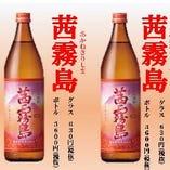 茜霧島 グラス ¥630(税抜き) 霧島シリーズの中でもプレミアムな位置づけの茜霧島。フルーティーな飲み口は芋焼酎とは思えないほどの感覚です。