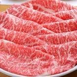 全国各地より、木曽路の基準を満たす厳選したお肉を選んでいます。季節やご予算に応じて、様々なお肉をお楽しみいただけます。