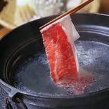 出汁が沸騰しましたら、お肉を2~3度しゃぶしゃぶとすすいでお召し上がりください