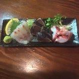 新鮮なお刺身もあります!各日本酒、焼酎と一緒に!