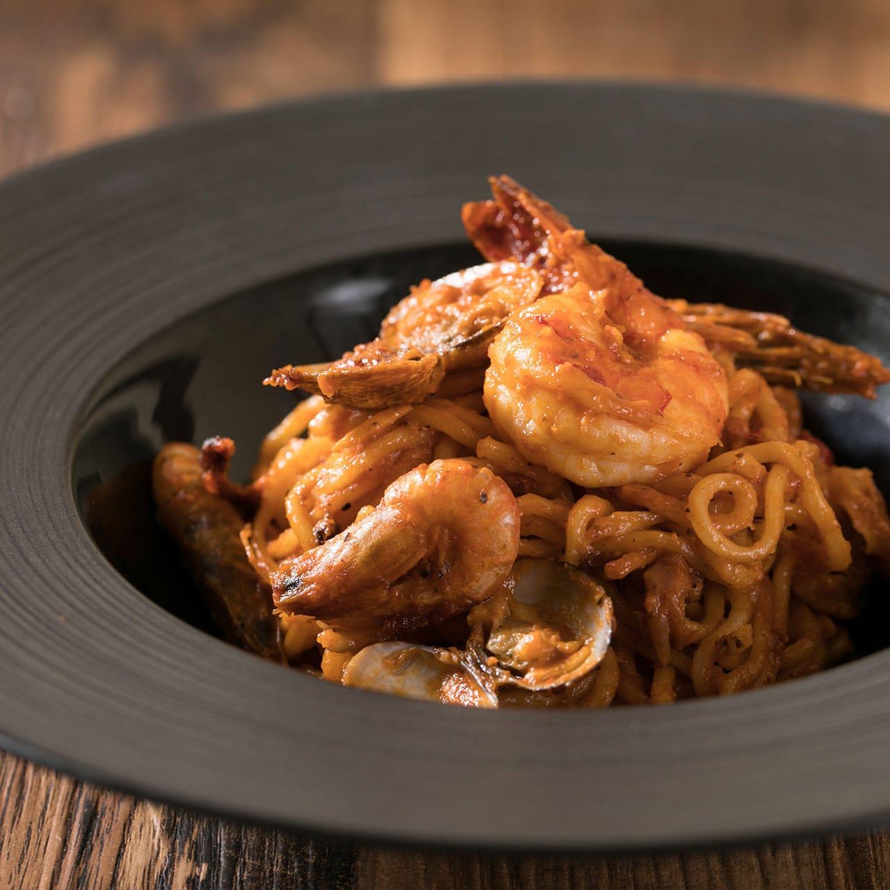 手作り生パスタはもちもちした食感が人気です。