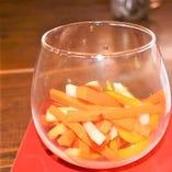 バスコで漬け込んだ色々野菜のピクルス