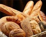 メゾンカイザーのパンを テイクアウトとイートインできます。