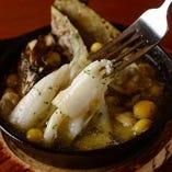 きすとアサリ、旬野菜のアヒージョ