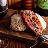 「肉屋のポテトサラダ」厚切りベーコンがドカっと乗った自家製ポテトサラダ