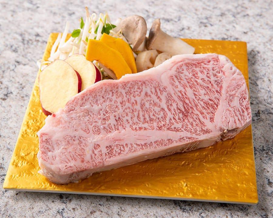シェフが焼き上げる鉄板焼ステーキ!