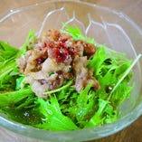 はりはり水菜とカリカリ豚のサラダ
