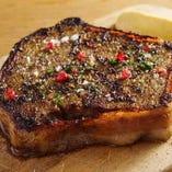 「煮ジルの焼きパテカン」溢れる肉汁!スタッフ一押し!