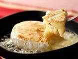 まるごとカマンベールチーズの蜂蜜オーブン焼き