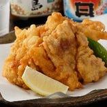 とらふぐ唐揚げは、絶品ふぐコース〈全9品〉7,000円でお召し上がりいただけます。