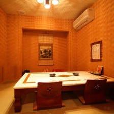 落ち着いた雰囲気満点の個室で接待