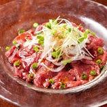 馬肉のカルパッチョ柚子胡椒風味 柚子胡椒が香るドレッシングでさっぱりと頂きます。