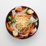 【満月名物】満月サラダ パリパリのじゃが芋とサラダがベストマッチのサラダ