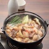 知る人ぞ知る博多名物「もつすき」。 博多満月オリジナルの味をお楽しみください。