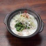 【満月名物】博多満月炊き餃子 コクのある白湯スープと一緒にお召し上がりください。