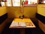 店内はテーブル席となっております。BOXタイプもございます。