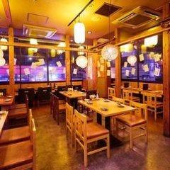 炭火野菜巻き串と餃子 博多 うずまき 行徳店 店内の画像