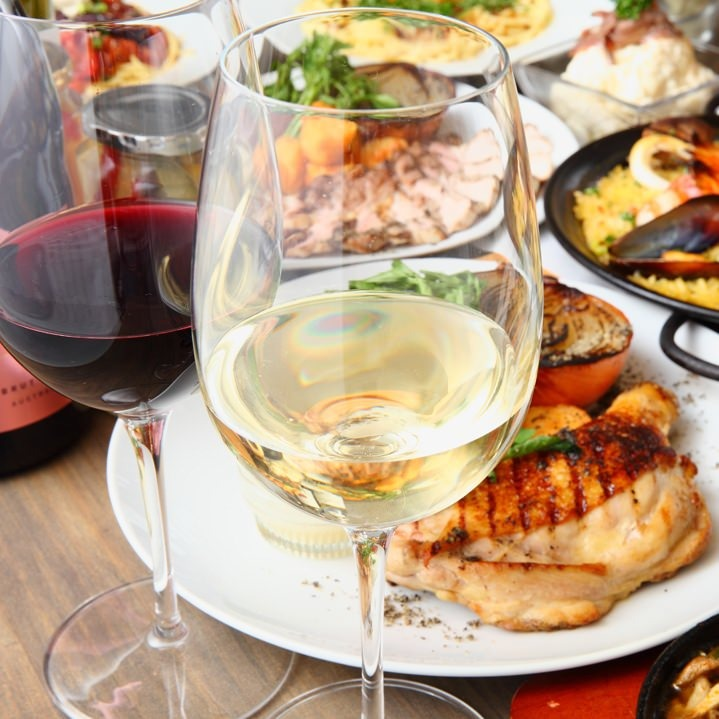 美味しい料理と一緒にワインはいかがですか