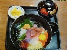 人気「海鮮丼」