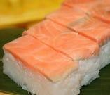 ◇秋鮭箱寿司