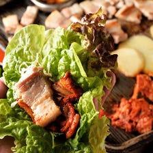 肉汁ごと包み込む絶品サムギョプサル