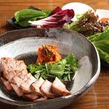 蒸し豚の野菜包み