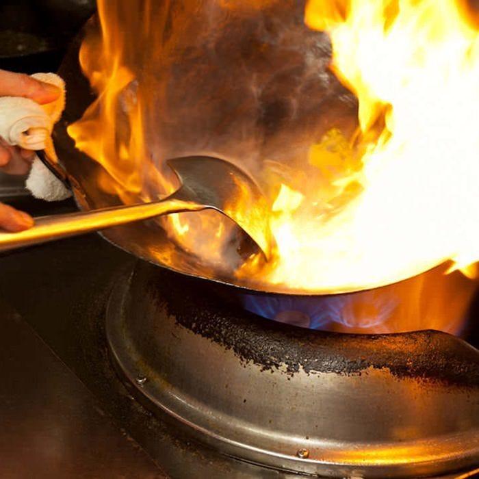 本場中国より招いた料理人の技を堪能