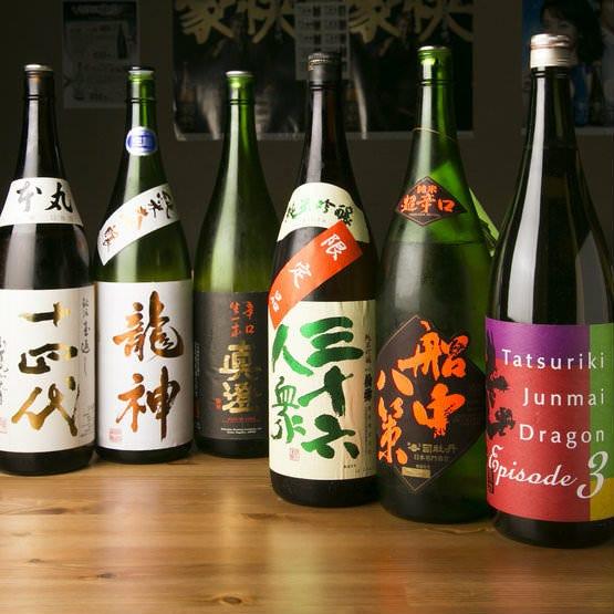 辛口の純米酒を中心に、日本酒が常時13種類以上揃います。
