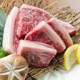 《厳選素材》 国産黒毛和牛、やんばる島豚など上質食材を使用