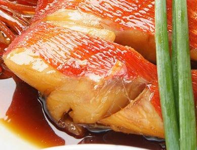 金目鯛のとろける脂。煮付けやしゃぶしゃぶでお楽しみください。