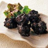 真っ黒な鶏の唐揚げ 海苔味