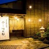 テーマは昭和の酒場。 有名デザイナーによる店舗です。