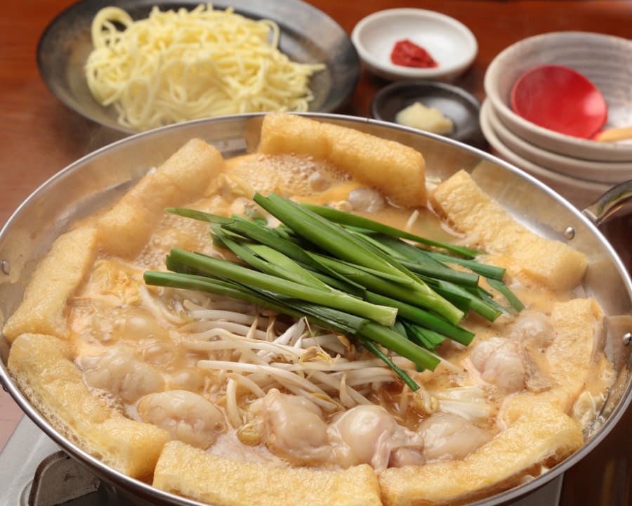 甘辛さが絶妙の白みそベースの京もつ鍋をご賞味ください!