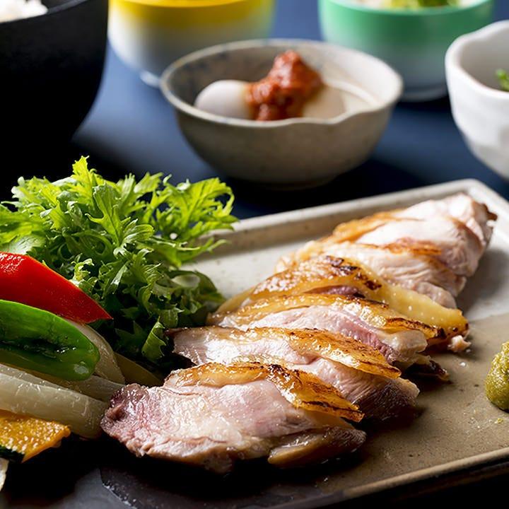 高原比内地鶏 むね肉の鉄板焼は柔らかくてとてもジューシー