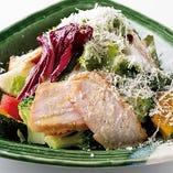 彩り野菜と鶏ハムのシーザーサラダ