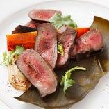 当店名物の豪快肉料理は厳選した国産牛、豚、鶏を使用【栃木県】