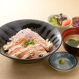 サーモン&オニオン丼ランチ