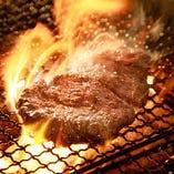 豪快に炭火で焼き上げる厳選肉に舌鼓◎創作肉料理をご堪能あれ♪