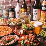 お酒と相性抜群のジャークチキンや、手羽元、ピザなど全8品のボリューム満点コース。嬉しい飲み放題付き♪