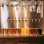 世界のビールから厳選し、毎日10種類のクラフトビールをご用意しています。ホワイト系からフルーツ系、黒系などバリエーションも豊富。