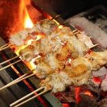 焼鳥・炭焼に使用する鶏肉は原則全て『おおいた冠地鶏』です