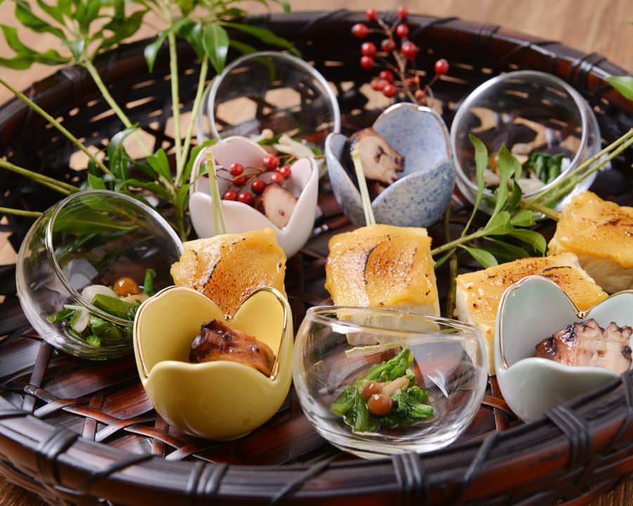 広島食材の会席料理でおもてなし。