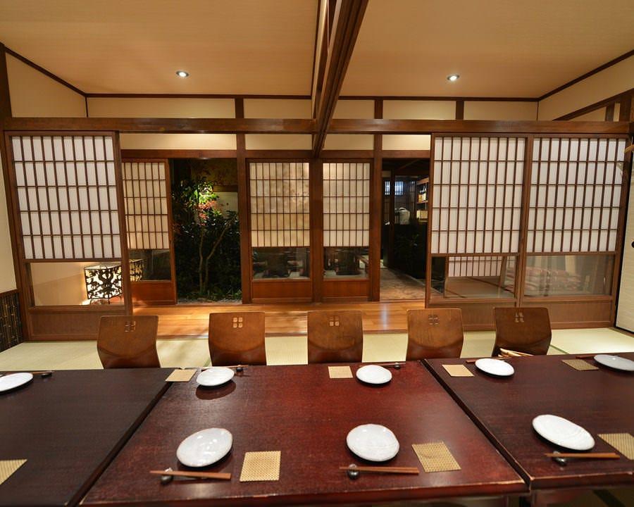 京の旅館を思わせる全席完全個室の店