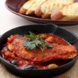 サーモンとオリーブのトマト煮