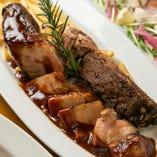『スタンダードプラン』だけで味わえる、茶美豚スペアリブは必食!特製スパイス&ソースを使い、濃厚な旨みとコクを閉じ込めながら豪快に焼き上げた逸品です。