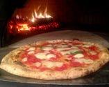 専用窯で焼き上げるピッツァ 当店の看板料理です♪