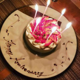 通常デザートをショートケーキのデコレーションに変更致します。