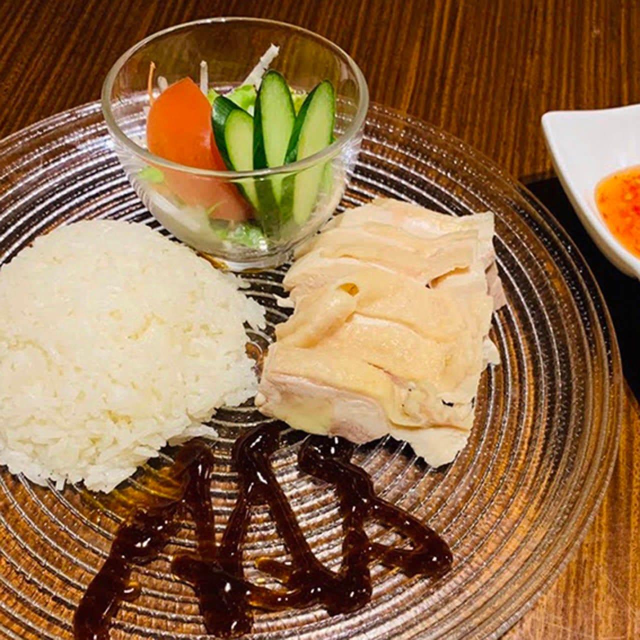 蒸し鶏の柔らかさが絶品の海南鶏飯