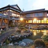 四季折々の情緒を感じる日本庭園をお楽しみください。
